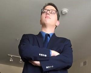 Suit-bearing Steven